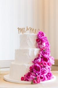 California-desination-beach-wedding-cake