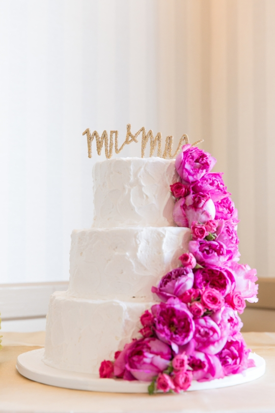 California-desination-beach-wedding-cake