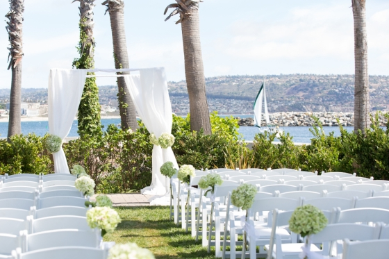 California-desination-beach-wedding-ceremony